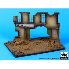 Black Dog Street with house ruin base