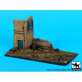 Black Dog Ruined house italy base