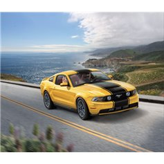 Revell 1:24 2010 Ford Mustang GT - MODEL SET - z farbami