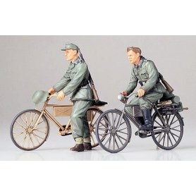 Tamiya 1:35 German soldiers with bikes | 2 figurines |