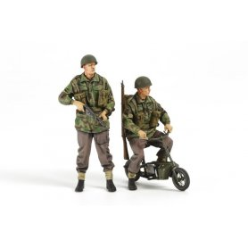 Tamiya 1:35 British paratroopers on scooter | 2 figurines |