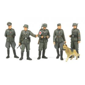Tamiya 1:35 German gendarmerie | 5 figurines and dog |