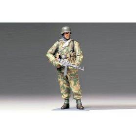 Tamiya 1:16 German infantryman w/reversible winter uniform