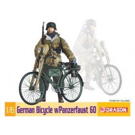 D75031 1:6 GERMAN BICYCLE W/PANZERFAUST 60
