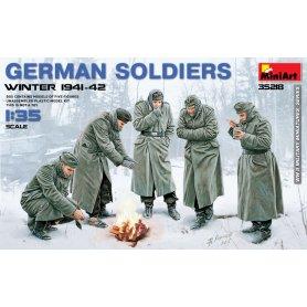 Mini Art 35218 German Soldiers ( Winter 1941 -42 )