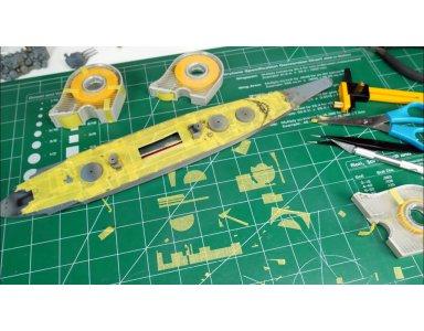 Tamiya 1:700 IJN Yamato część 9 - maskowanie pokładu i malowanie kadłuba